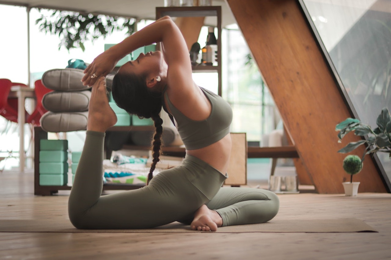 The Latest Trends in Women's Yoga Apparel and Accessories