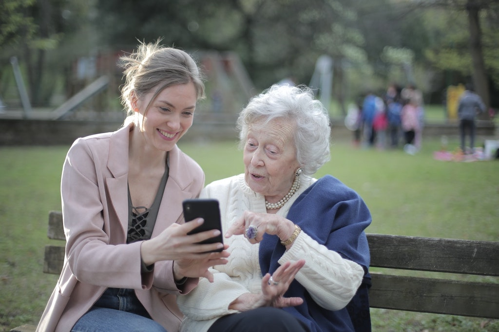 A Guide to Giving Your Elderly Parents the Best Life Possible